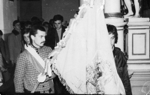 Rok 1981;poświęcenie Sztandaru KPN;Lublin, Kościół Św.Ducha;od prawej:W.Wójtowicz,A.Olszewski,D.Biernacki