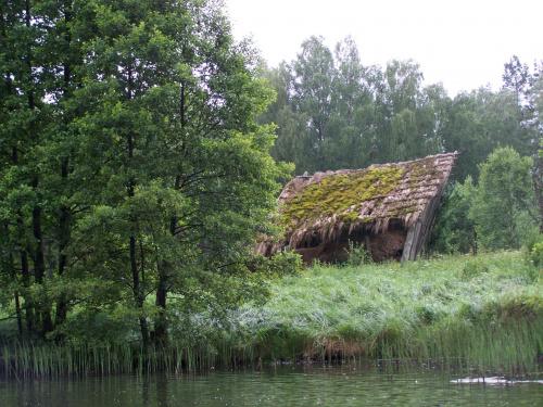pół szopy nad Kłonecznicą #zopa #Kłonecznica #NadRzeką #ruina