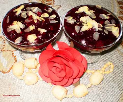 Kisiel jeżynowo-żurawinowy. Przepisy do zdjęć zawartych w albumie można odszukać na forum GarKulinar . Tu jest link http://garkulinar.jun.pl/index.php Zapraszam. #deser #kisiel #żurawina #jeżyny #podwieczorek #jedzenie #kulinaria #gotowanie