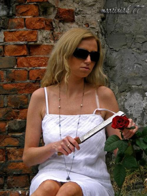 """""""... bo trzeba róży urwać łeb..."""""""