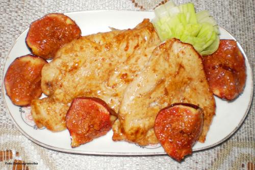 Figa z kurczakiem. Przepisy do zdjęć zawartych w albumie można odszukać na forum GarKulinar . Tu jest link http://garkulinar.jun.pl/index.php Zapraszam. #kurczak #PierśZKurczaka #owoce #figi #przekaski #jedzenie #kulinaria #gotowanie