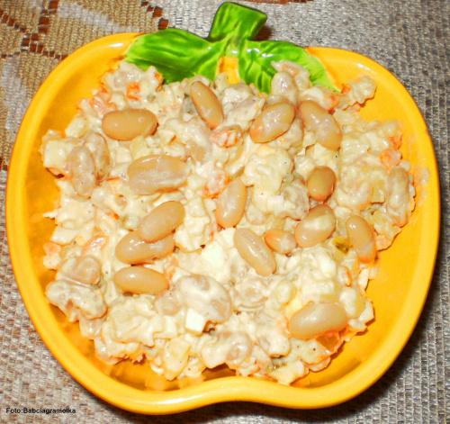 Prosta sałatka z drobną fasolką . Przepisy do zdjęć zawartych w albumie można odszukać na forum GarKulinar . Tu jest link http://garkulinar.jun.pl/index.php Zapraszam. #kolacja #sałatka #Fasola #jedzenie #gotowanie #kulinaria #obiad