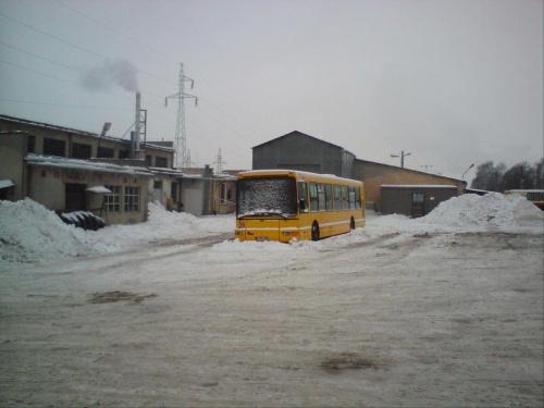 28 w śnieżnej scenerii zajezdni. Kotłownia działa na max ;-) #DAB #MZK #Tomaszów