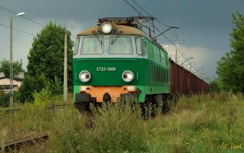 Przetycz | ET22-1069 ucieka przed burzą. #ET22 #byk #towarowy #brutto #przetycz #lokomotywa #elektryczna #pkp #cargo