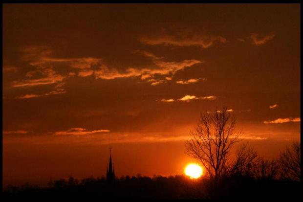 #zachód #słońca #ZachódSłońca #przemyśl #słońce #chmury #pomarańcz #czerń #kościół #cień