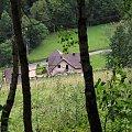 Widok na domek ze ścieżki prowadzącej na szlak na Lubań (niebieski) #gorce #pieniny #wypoczynek