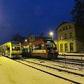Czersk- pasażerowie ostatniego pociągu do Kościerzyny, po prawej Arriva do Bydgoszczy #Czersk #Karsin #pociąg